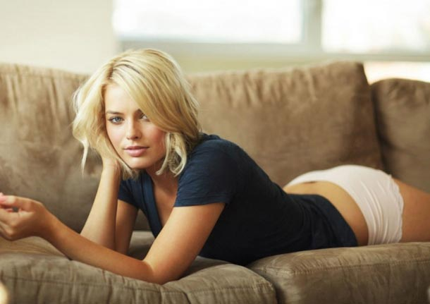 margot-robbie-esquire-me-in-my-place-08-900x675