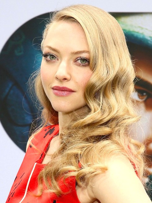 2014-Amanda-Seyfried-Hairstyles--Long-Curly-Hairstyle-for-Pr