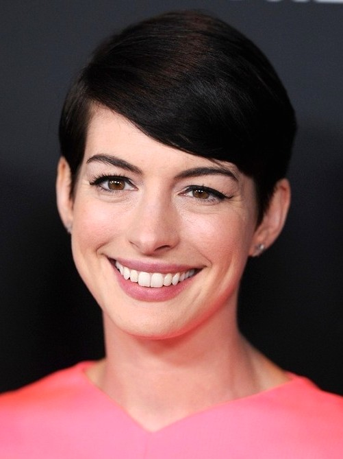2014-Anne-Hathaway-Hairstyles--Easy-Short-Pixie-Haircut-with