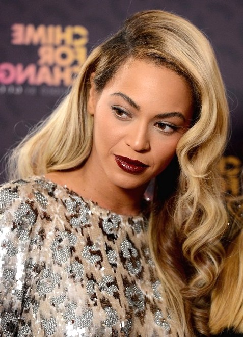 2014-Beyonce-Knowles-Hairstyles--Blonde-Long-Wavy-Hair