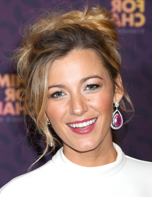 2014-Blake-Lively-Hairstyles--Messy-Updo