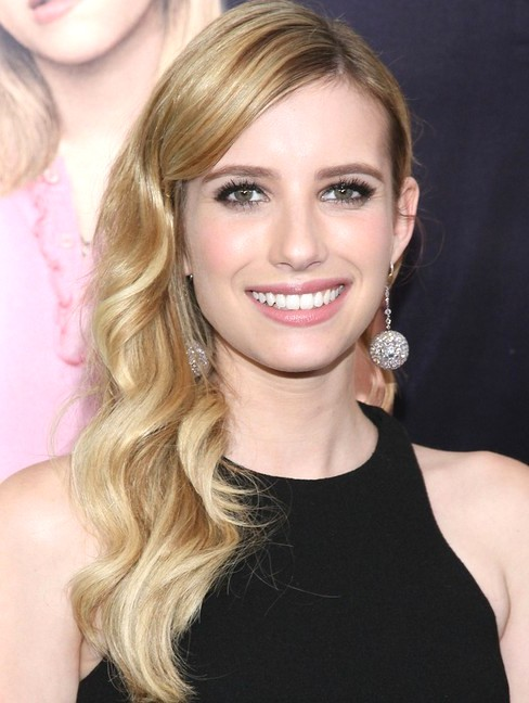 2014-Emma-Roberts-Hairstyles-Soft-Long-Wavy-Hair