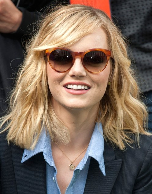 2014-Emma-Stone-Hairstyles--Blunt-Layered-Hairstyles-for-Med