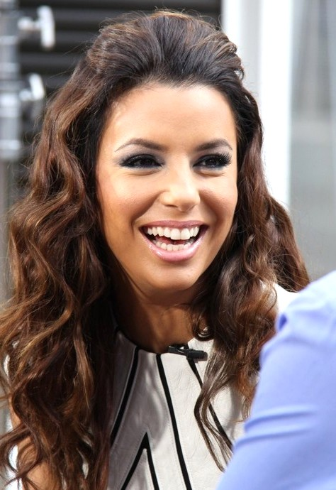2014-Eva-Longoria-Hairstyles--Soft-Long-Wavy-Hair