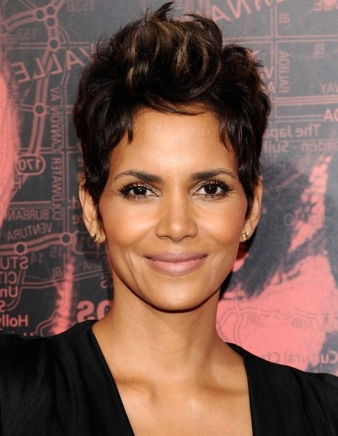 2014-Halle-Berry-Hairstyles-Short-Pixie-Haircut