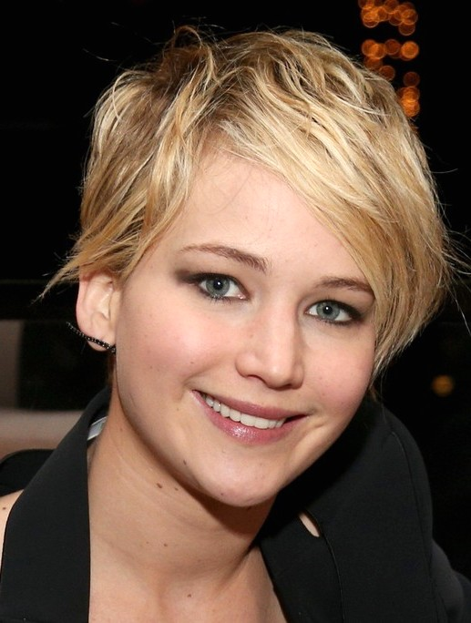 2014-Jennifer-Lawrence-Hairstyles-Cute-Pixie-Haircut-with-Si