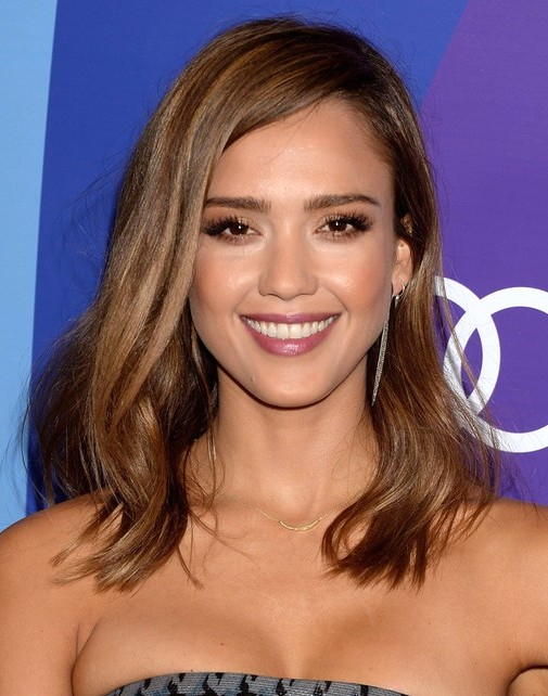2014-Jessica-Alba-Medium-Hairstyles-Straight-Haircut-and-Sid