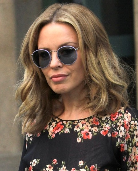 2014-Kylie-Minogue-Hairstyles-Casual-Medium-Hair-Cut