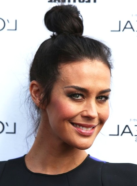 2014-Megan-Gale-Hairstyles-Simple-Bun-Updos