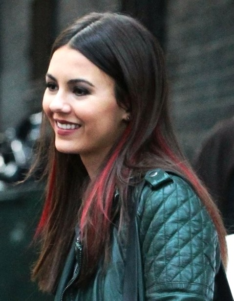 2014-Victoria-Justice-Hairstyles--Blunt-Long-Hair